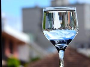 glass-931598_960_720